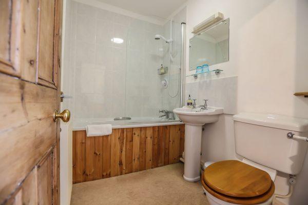 Crockwell 1, ensuite bathroom